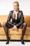 Domina-Charlotte-de-Winter-Leder-Strapse-Heels-02-small