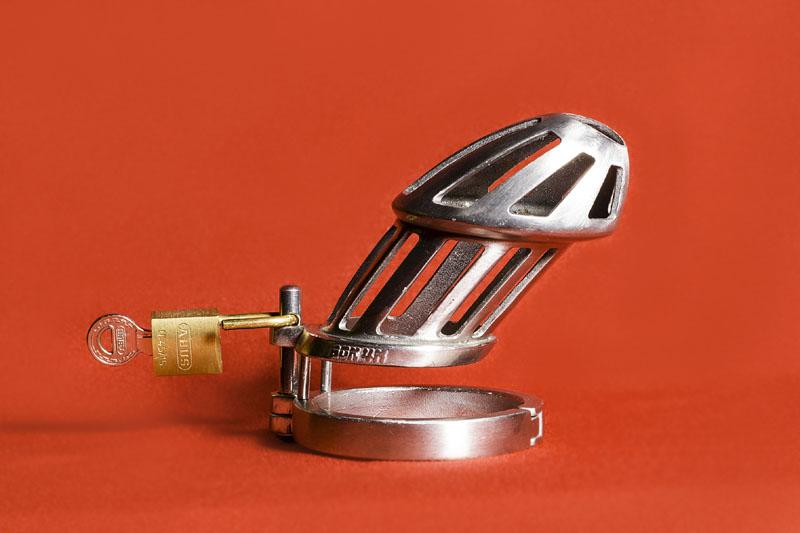 high heels nylons keuschheitsgürtel aus metall